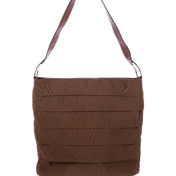 68e749af950c Salvatore Ferragamo Shoulder Bag. M 5b3aa05daaa5b8f9cbe296ee